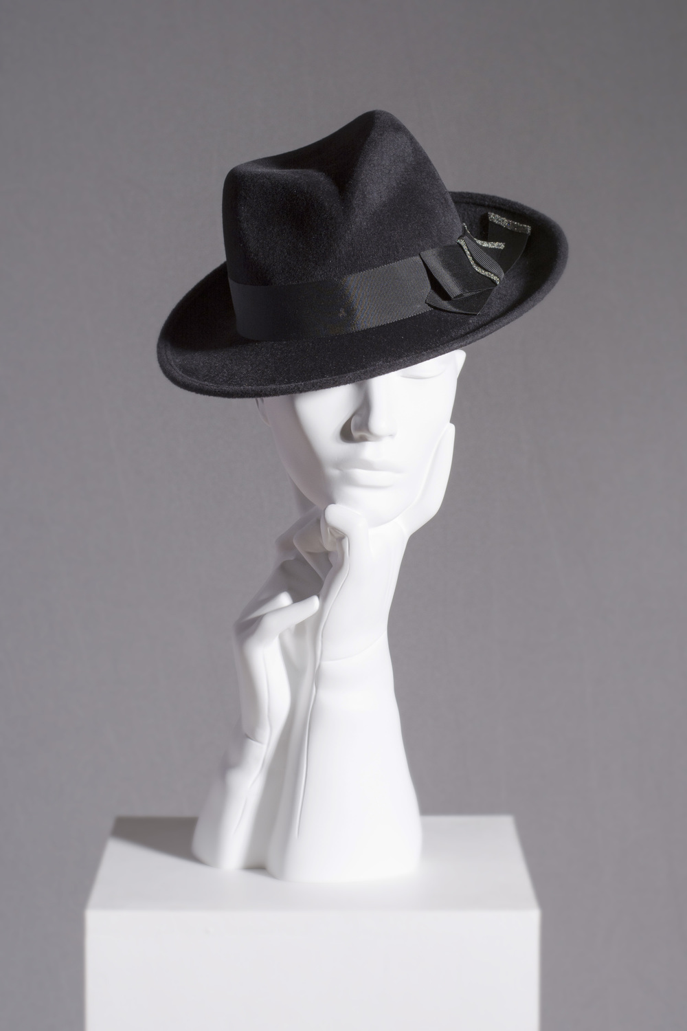 AW16/30 CRYSTAL TIPPED TRILBY