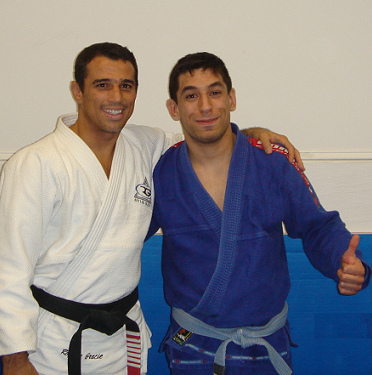 With Royler Gracie after a seminar, 2006-ish. Although JJMike is a blue belt noob here, we can still see traces of the charm and skillz that would later grow to define his whole existence.
