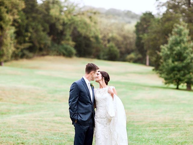 Rolling hills and happy newlyweds ♡