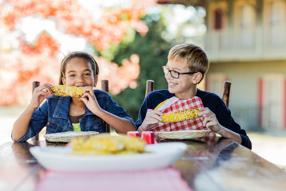 1800x1200x04_KIDS_EATING_CORN_0124.jpg.pagespeed.ic.N5q3peBRvx.jpg