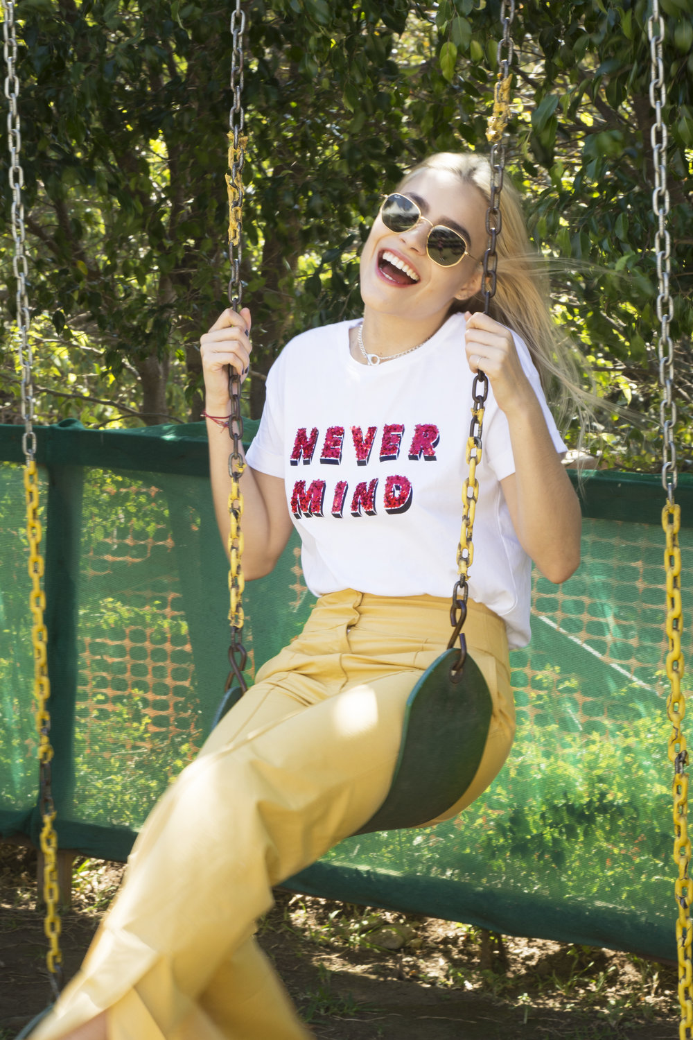 "Camiseta ""Never Mind"": ¢15,990."