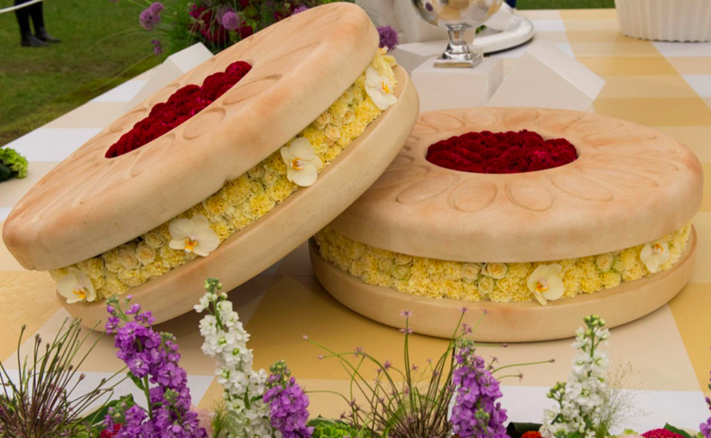 Red roses create a scrumptuous jelly filling; photo: Getty Images