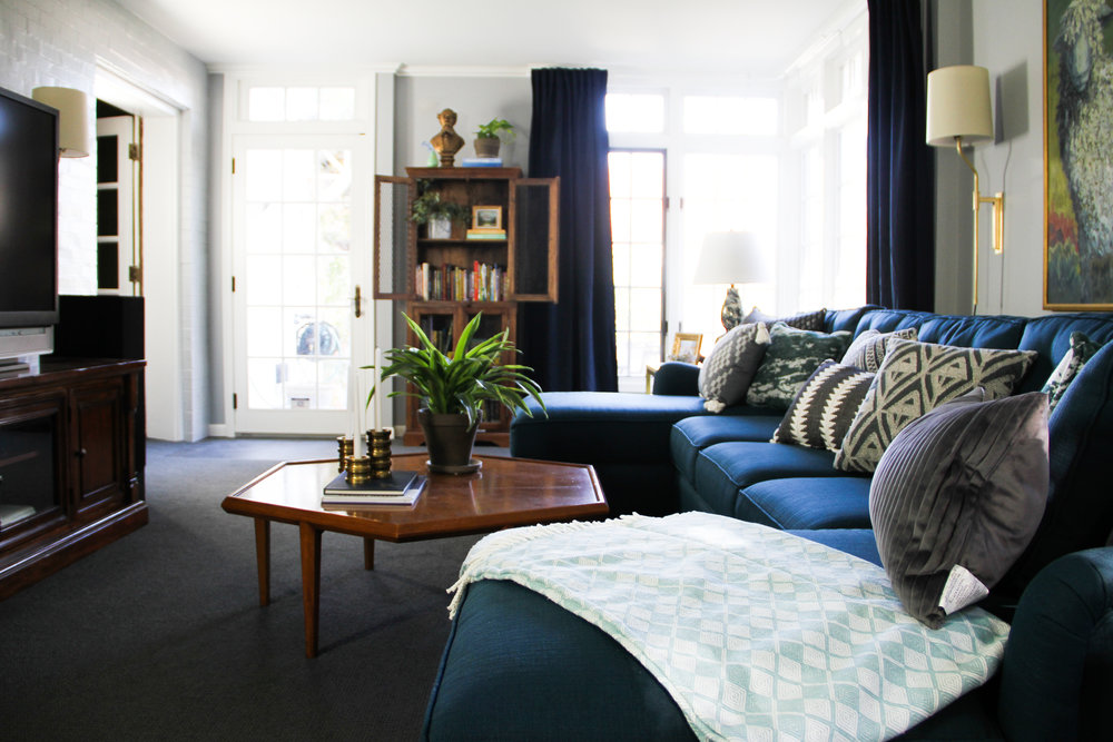 Blue Traditional Family Room with Vintage Hexagon Coffee Table and U-sectional
