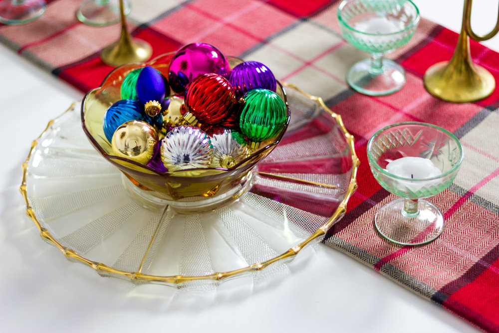Colorful Dining Table Christmas Decor