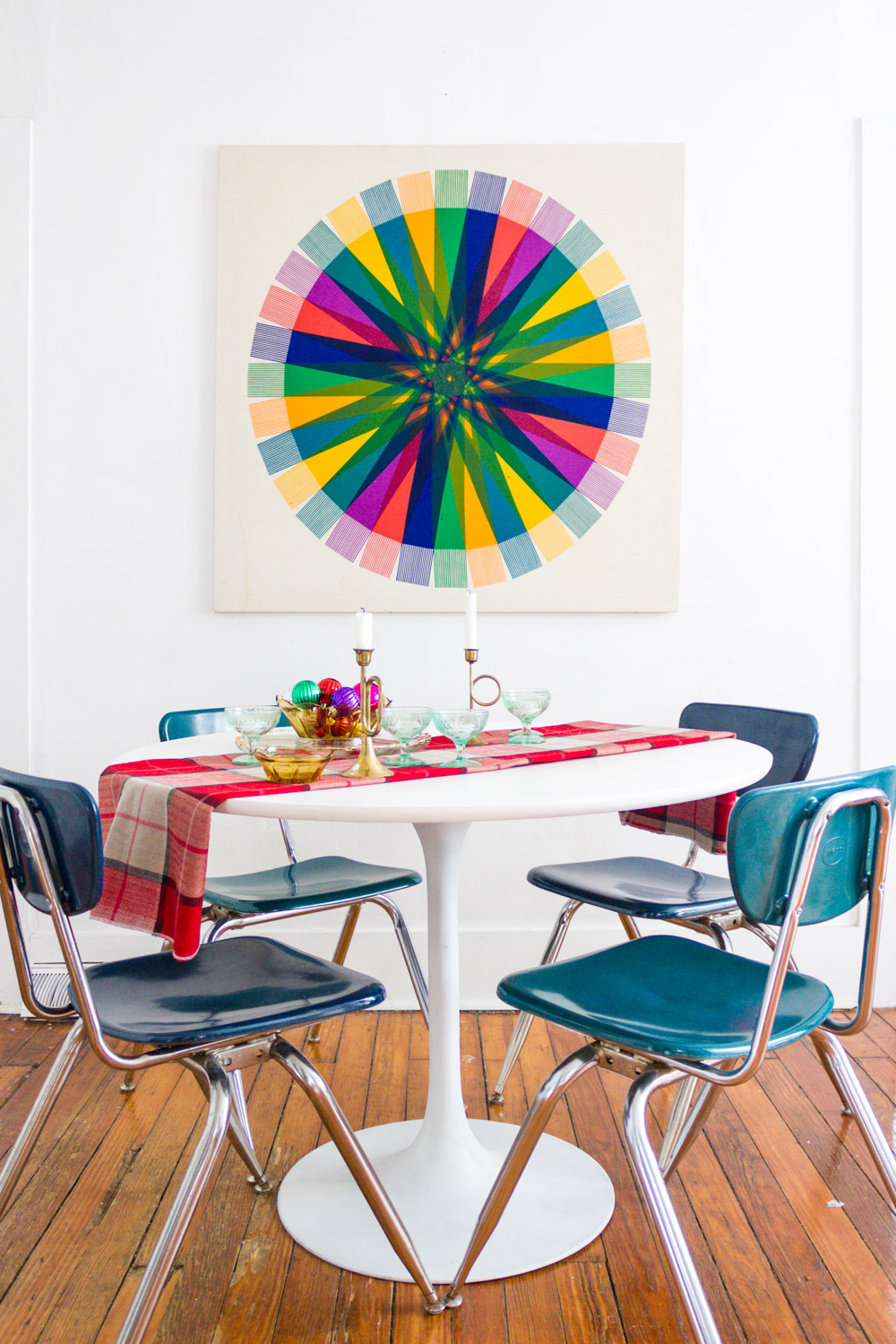 Colorful Dining Room Christmas Decor