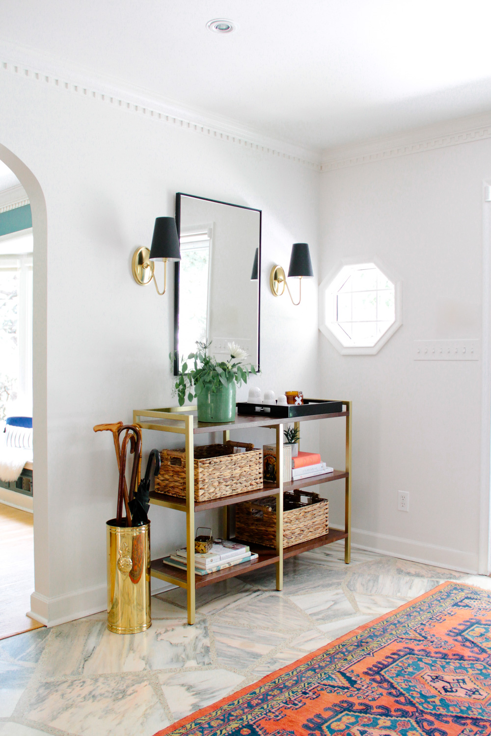 Modern Colonial Entryway  – Photo:  Bethany Gilbert