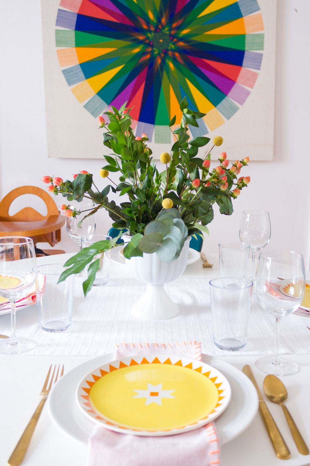 Bright and modern Thanksgiving table setting with DIY cloth napkins