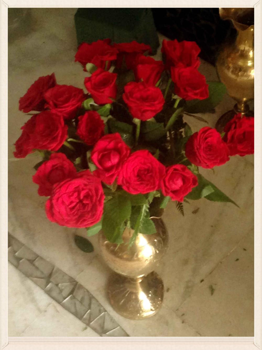 Roses in a vase, image©gunjanvirk