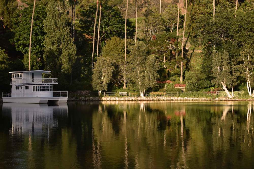 Houseboat at at SRF Lake Shrine, Pacific Palisades, CA. Image©gunjanvirk
