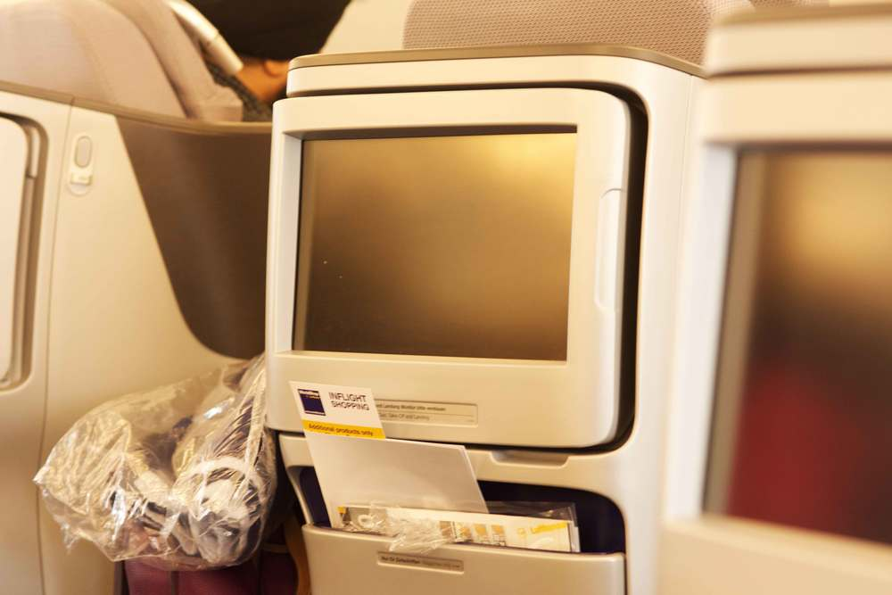 Image©sourcingstyle.com, In-flight entertainment in Lufthansa Business Class on the A380.