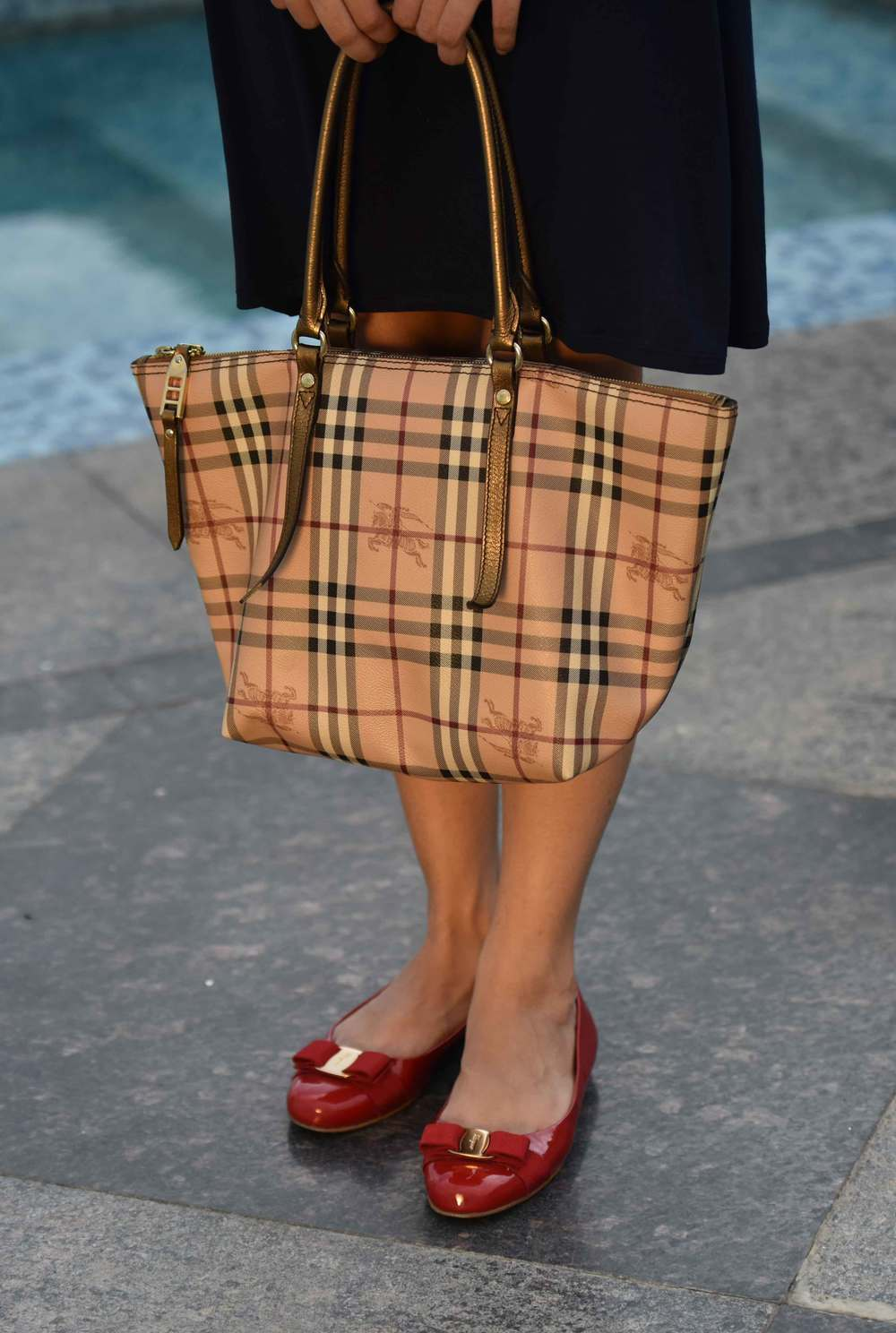 The perfect three: a Zara dress, Burberry tote and Ferragamo ballet flats. Image©gunjanvirk