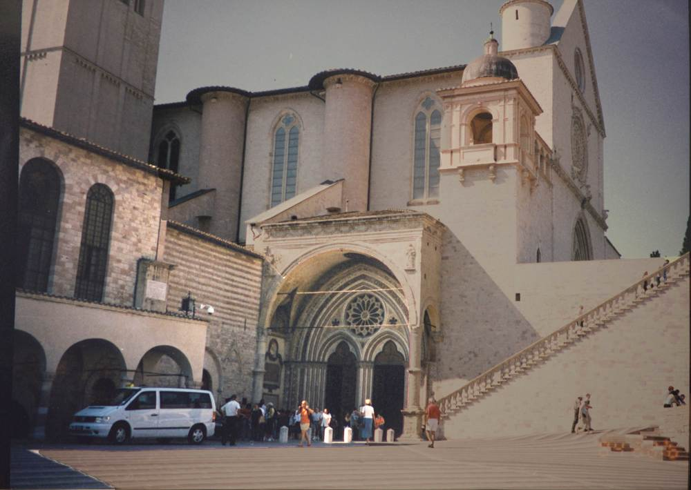 Basilica of San Francesco, Assisi, Italy. Image©sourcingstyle.com