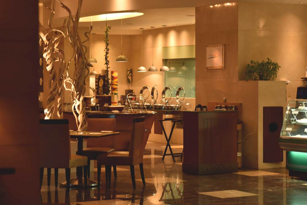 Radisson Blu coffee shop. Radisson Hotel, Ranchi. Image©sourcingstyle.com