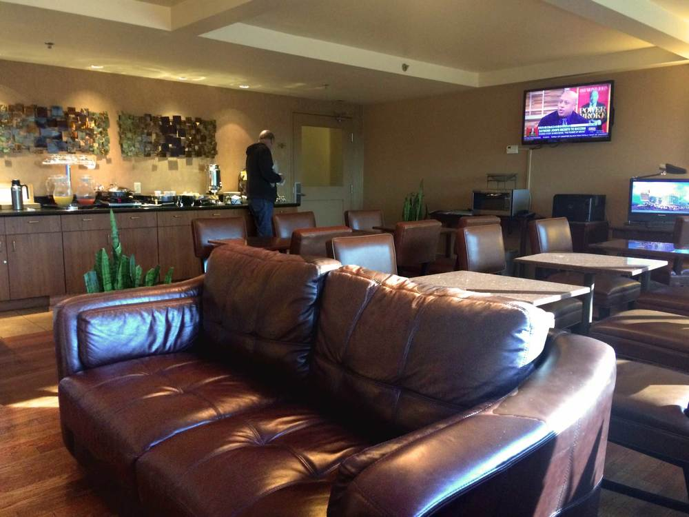 Special breakfast/evening snacks lounge room for SPG members at Sheraton Pasadena. Image©sourcingstyle.com