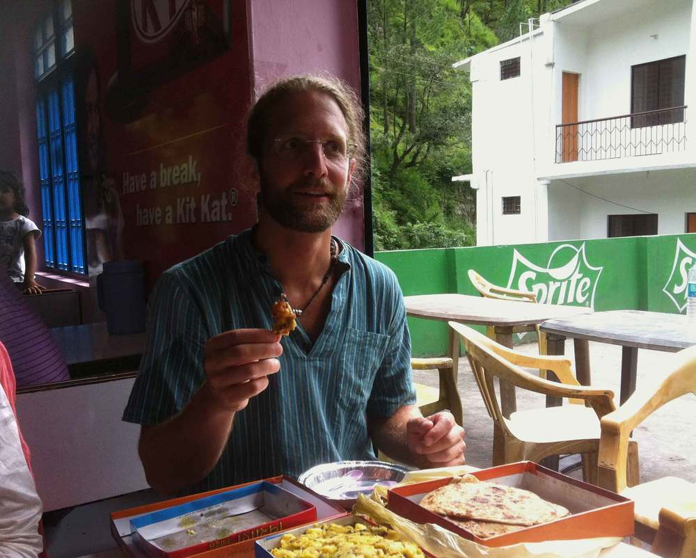My friend Markus enjoys Indian  pakoras  and sweetmeats on the way! Image©gunjanvirk