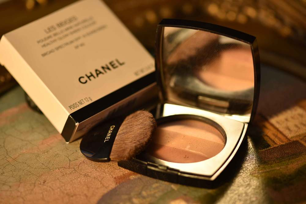 The Chanel Les Beiges Healthy Glow Multi Color comes with a half-moon brush. Image©gunjanvirk