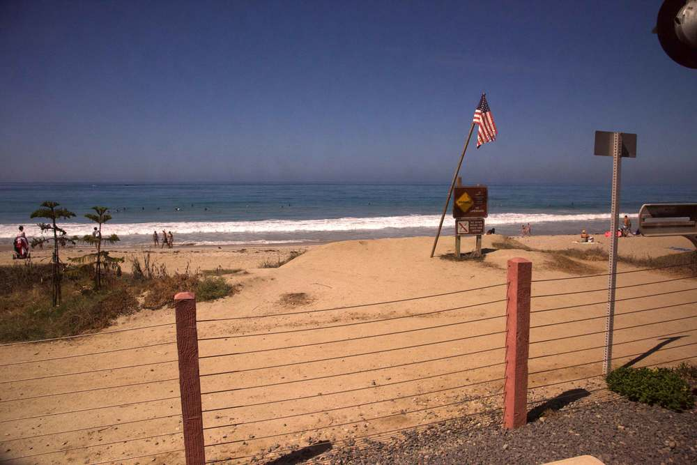 A sunny beach view from the train. Encinitas to L.A. by train. Image©gunjanvirk