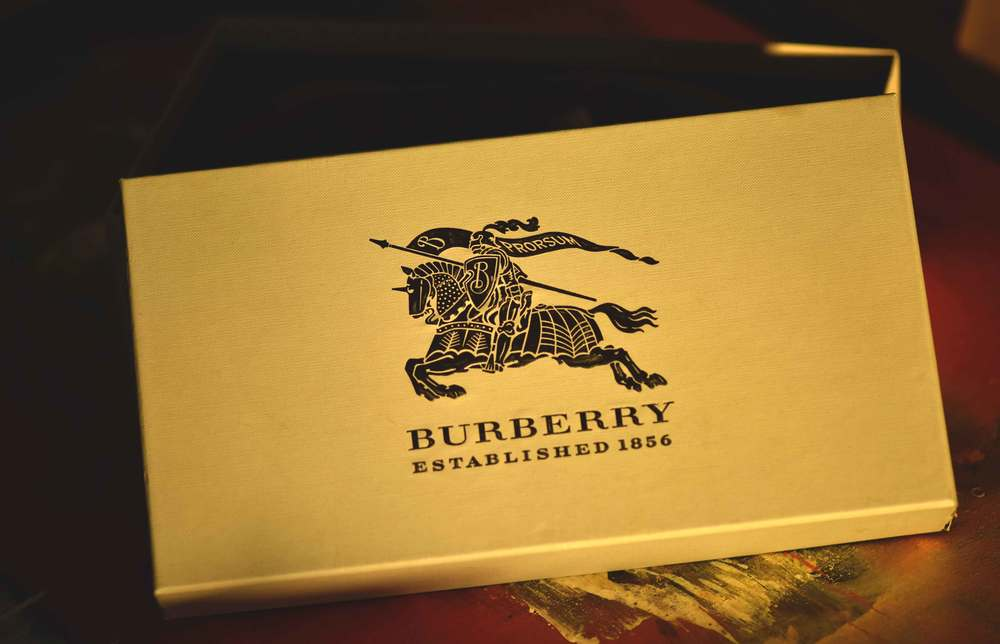 Burberry espadrilles shoe box, i love Burberry! Image©sourcingstyle.com