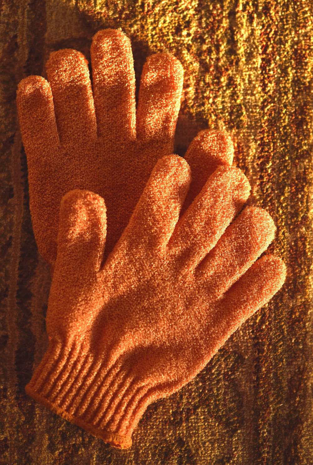 Body Shop scrub gloves. Image©sourcingstyle.com