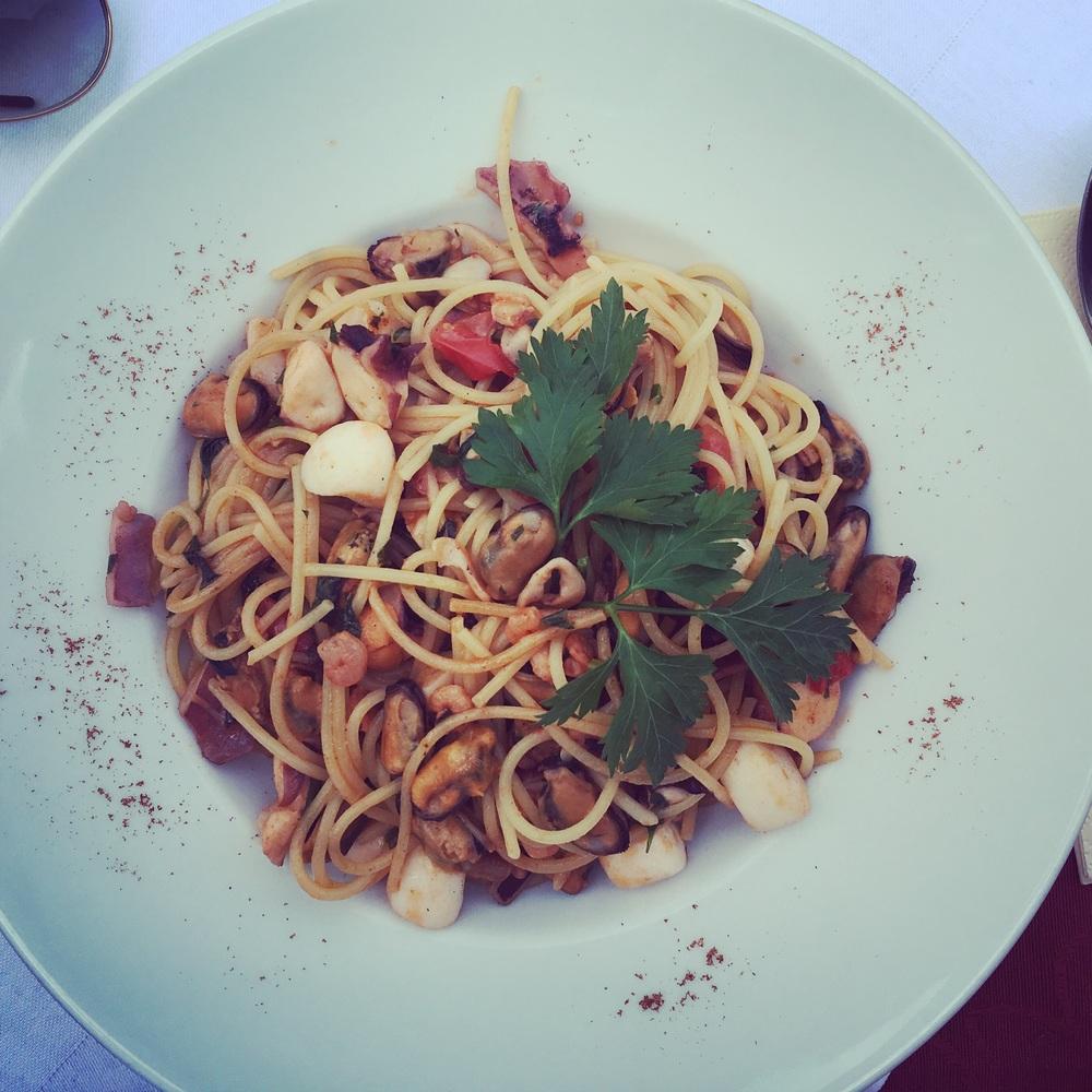 Seafood spaghetti, spaghetti alloscoglio. Image copyright sourcingstyle.com