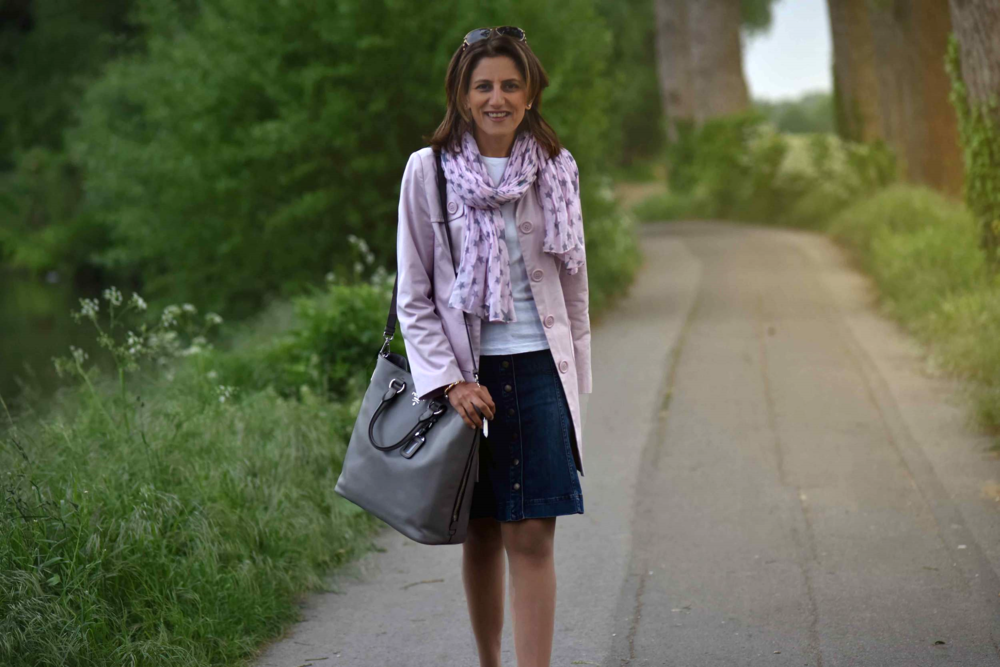 Walking back home, village near Düsseldorf, Germany, pink trench, Hallhuber denim skirt, Ralph Lauren white tee, star scarf, Prada tote, Gucci sunglasses. Photo: Nicola Nolting, Image©sourcingstyle.com