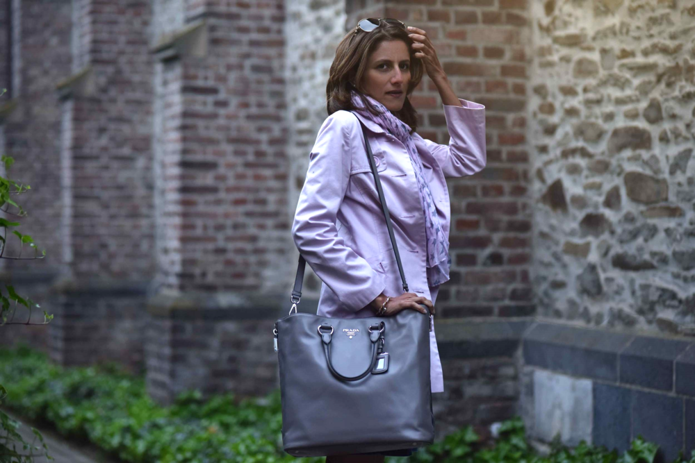 Walking back home, village near Düsseldorf, Germany, pink trench, Ralph Lauren white tee, star scarf, Prada tote, Gucci sunglasses. Photo: Nicola Nolting, Image©sourcingstyle.com
