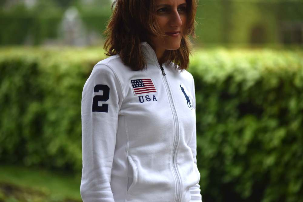 Rainy day chic, white Ralph Lauren Polo jacket. Image©sourcingstyle.com