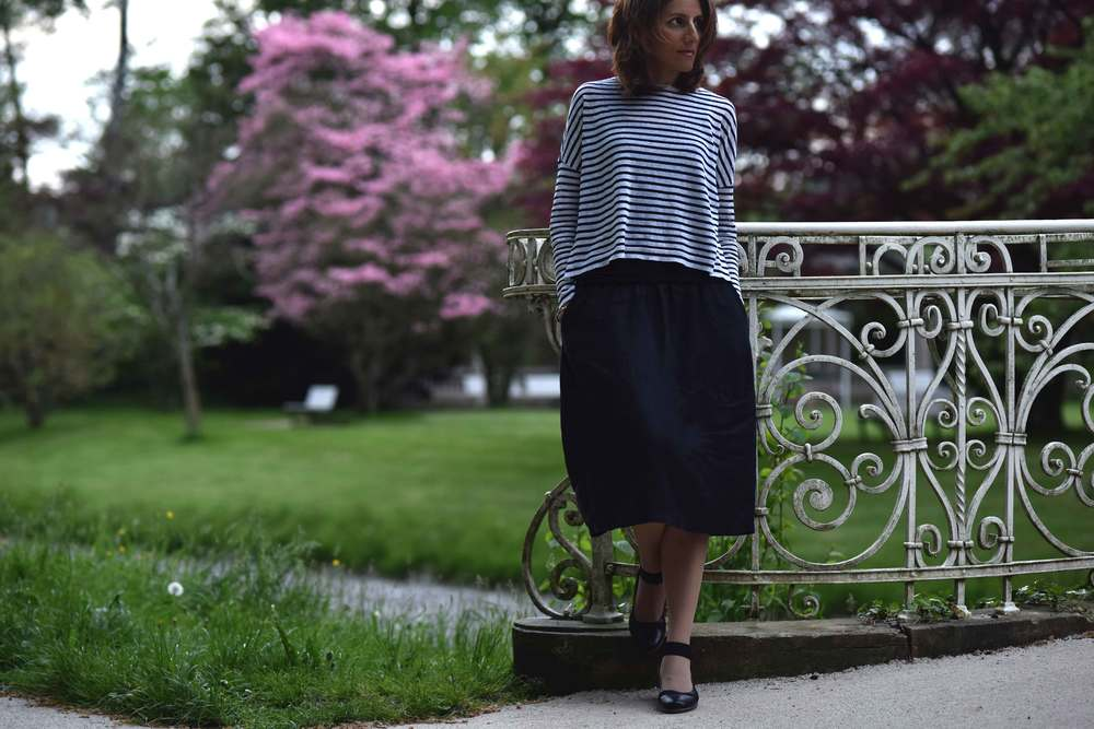 Eileen Fisher boxed top, Eileen Fisher oval skirt, bridge on Oos river, Bellevue Brücke, Baden Baden, Germany. Image©sourcingstyle.com