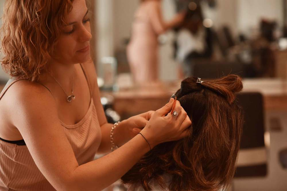 Kara Thomas, a top London hair-stylist, hair-care expert, getting started with my hair. Image©sourcingstyle.com