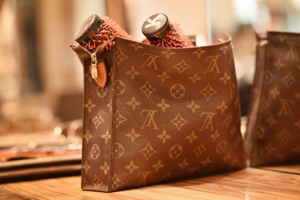 Louis Vuitton make-up bag, Hiro Miyoshi hair salon, Mayfair, London, UK. Image©sourcingstyle.com
