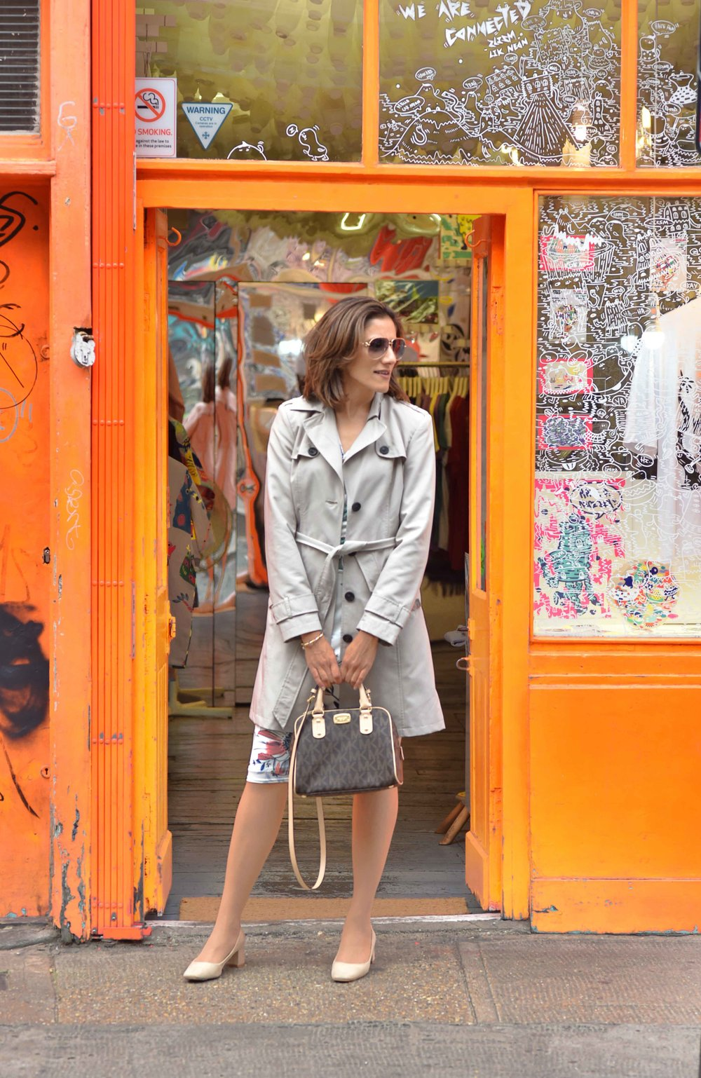 Marks and Spencer shift dress, Marks and Spencer trench, Gucci sunglasses, Michael Kors handbag, Zara sandals, Shoreditch, London, U.K. Photo: Nina Shaw, Image©sourcingstyle.com