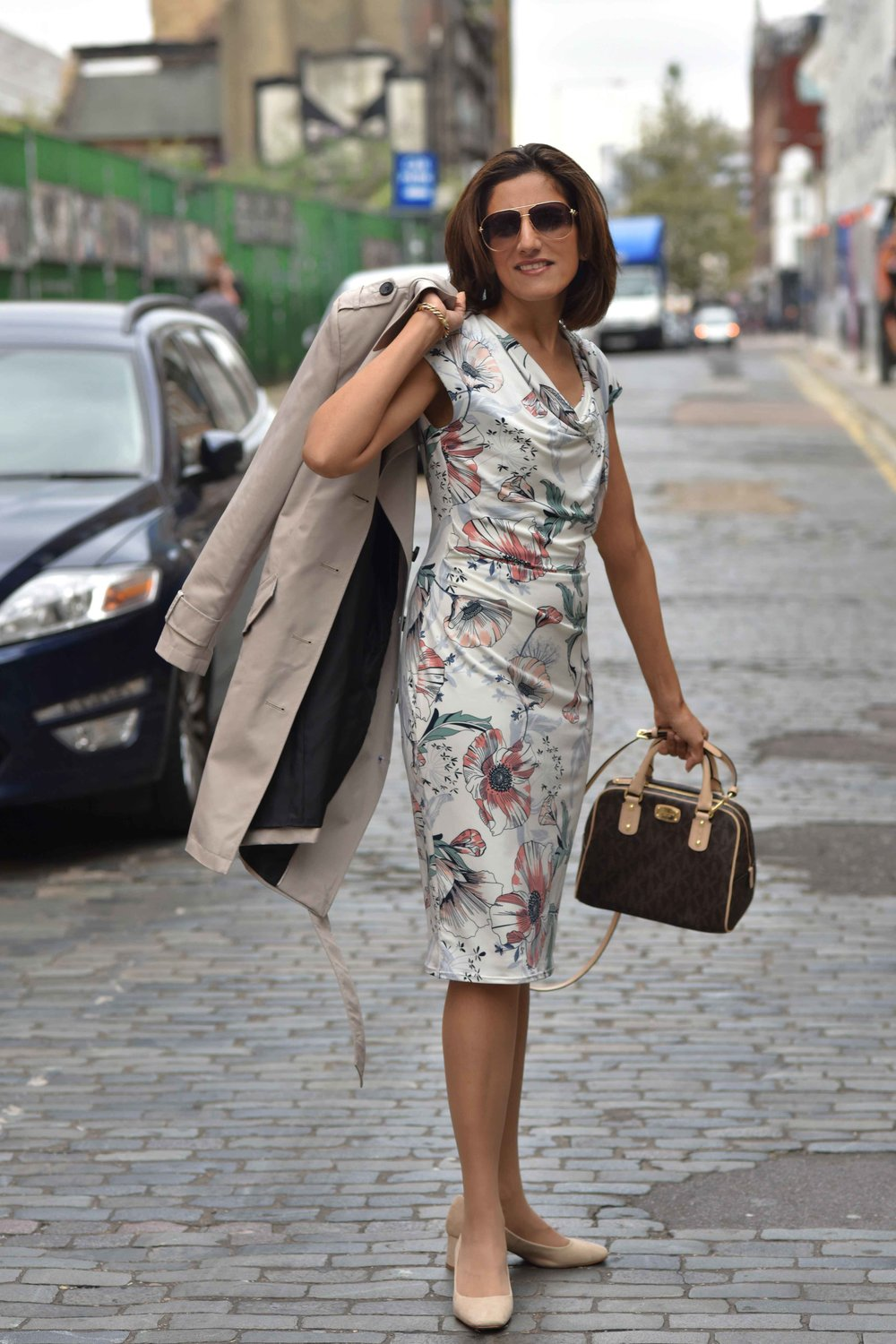 Marks and Spencer shift dress, Marks and Spencer trench, Gucci sunglasses, Michael Kors handbag, Zara sandals, street fashion, Shoreditch, London, U.K. Photo: Nina Shaw, Image©sourcingstyle.com