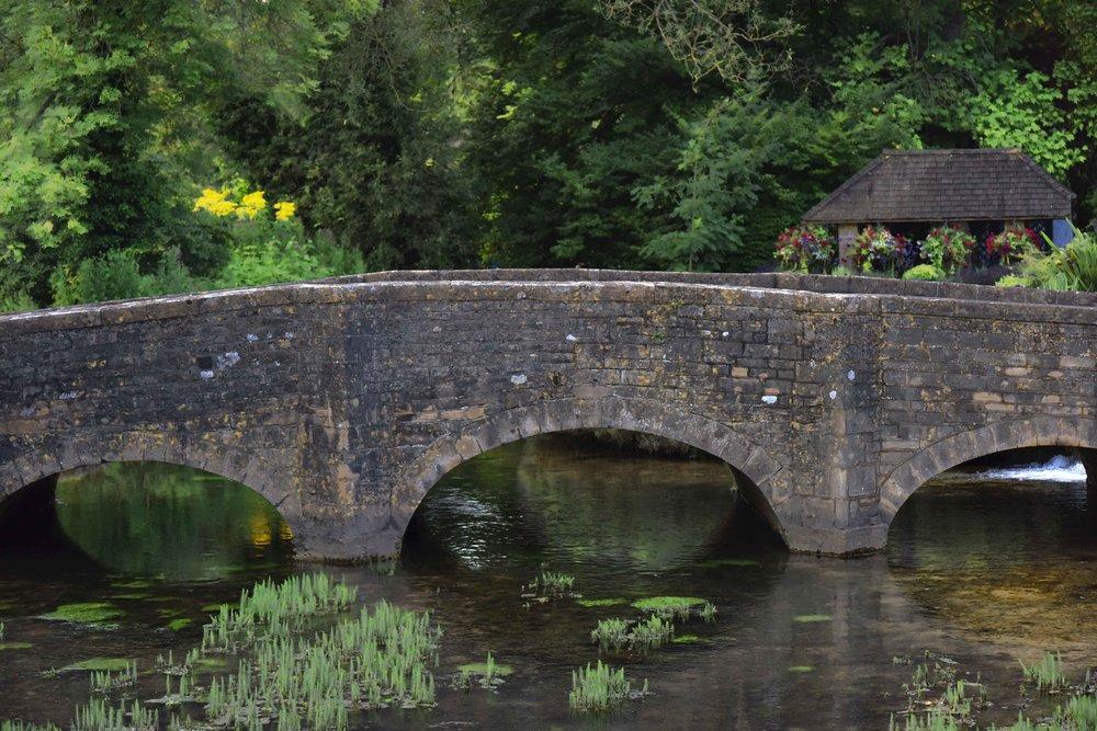 Stone bridge, River Coln, Bibury, Cotswold, England. Image©sourcingstyle.com