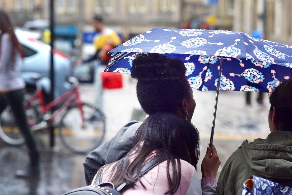Rainy weather, pretty umbrella, Edinburgh, Scotland. Image©sourcingstyle.com