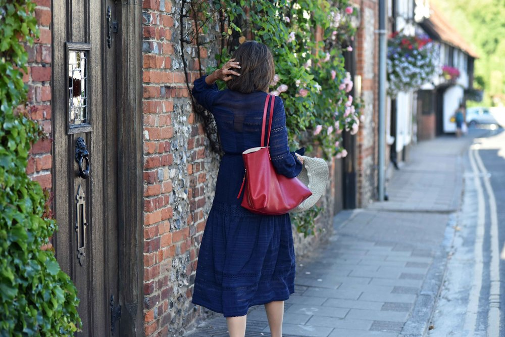 Henley on Thames, Karen Millen dress, red Chloé tote bag. Image©sourcingstyle.com