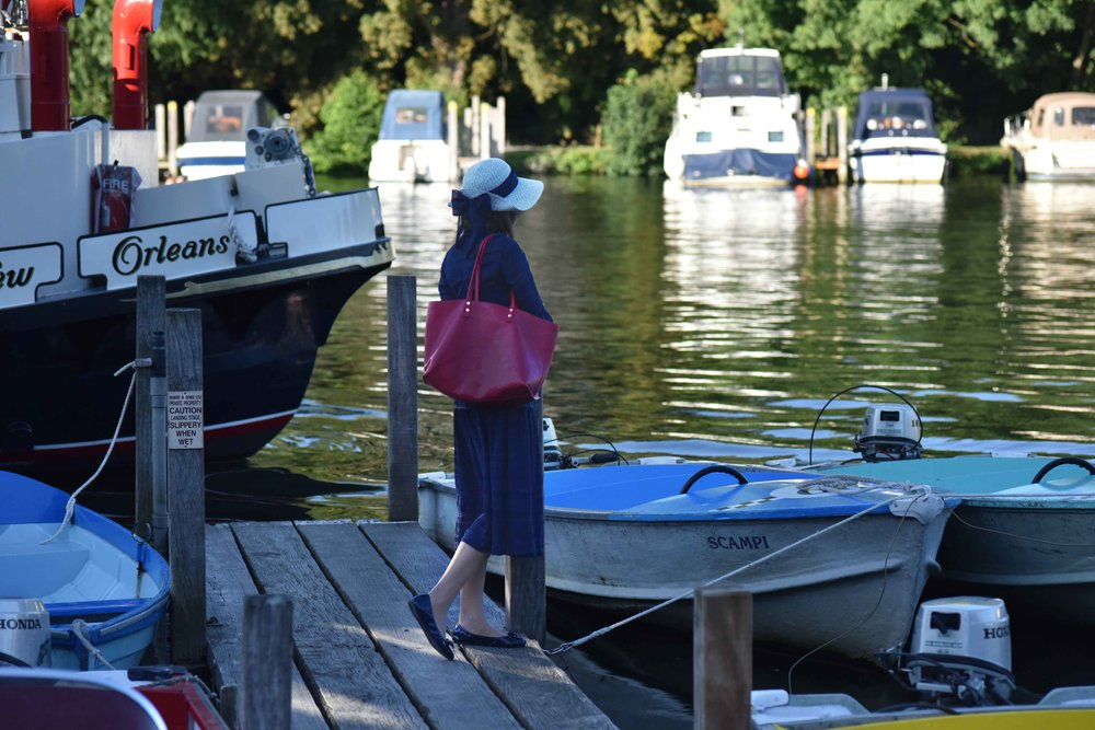 Henley on Thames river cruise, Karen Millen dress, red Chloé tote bag, Marks & Spencer hat, Gucci shades, Prada ballet flats. Image©sourcingstyle.com