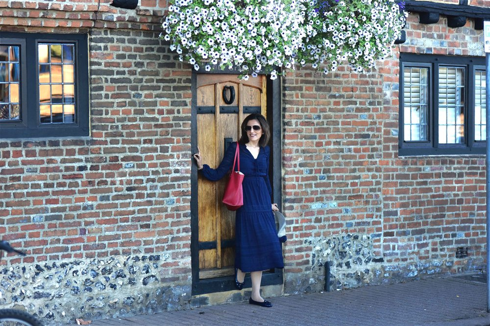 Henley on Thames, Karen Millen dress, red Chloé tote bag, Marks & Spencer hat, Gucci shades, Prada ballet flats. Image©sourcingstyle.com