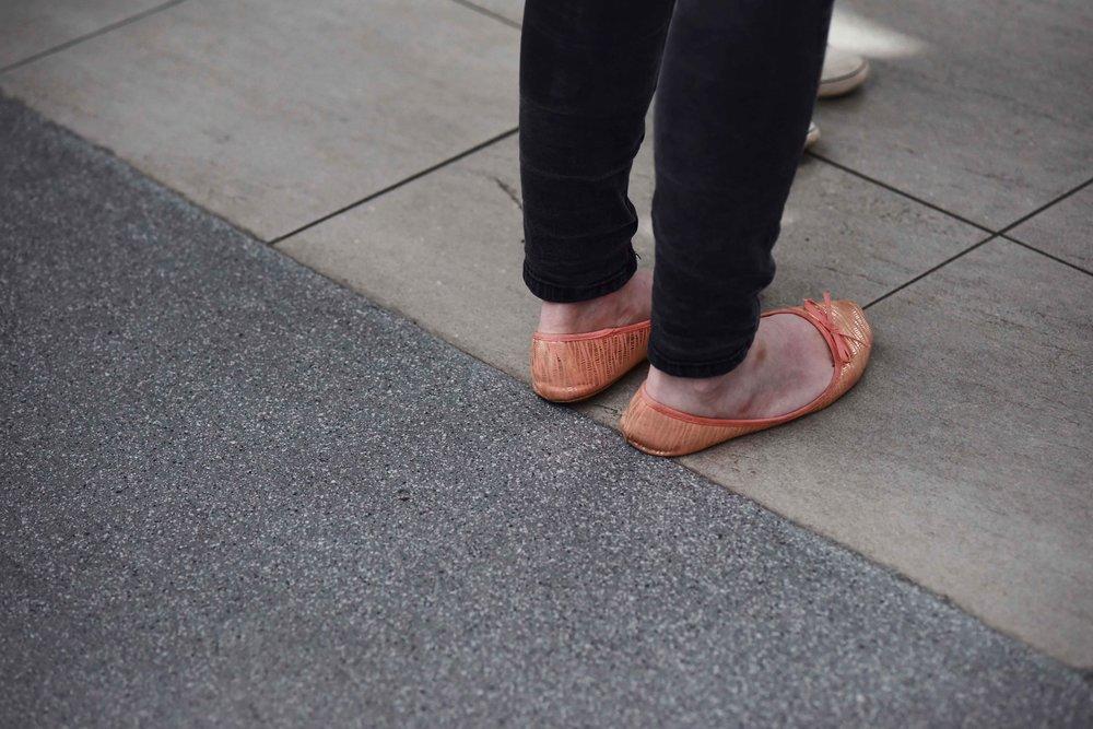 Orange ballet flats, fashion at Edinburgh Waverley, image©sourcingstyle.com