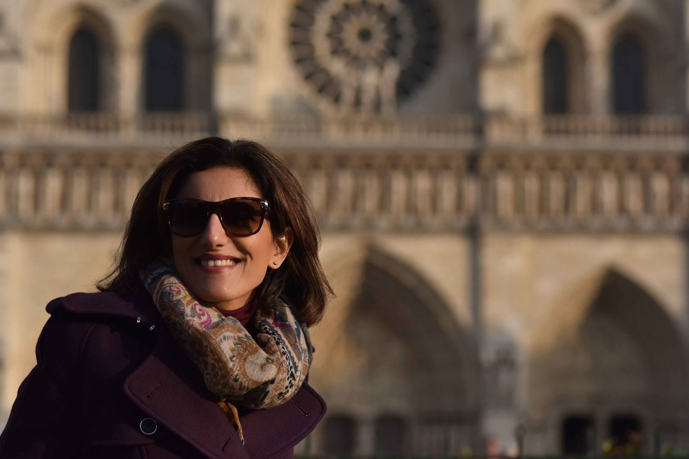 Karen Millen fall winter coat, Hallhuber scarf, Guccci sunglasses, Notre-Dame, Paris. Image©sourcingstyle.com