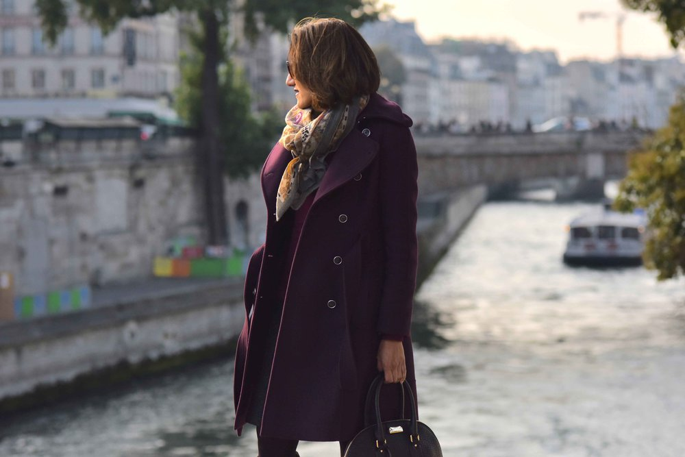 Karen Millen fall winter coat, Burberry bag, Hallhuber scarf, Guccci sunglasses, Notre-Dame, Paris. Image©sourcingstyle.com