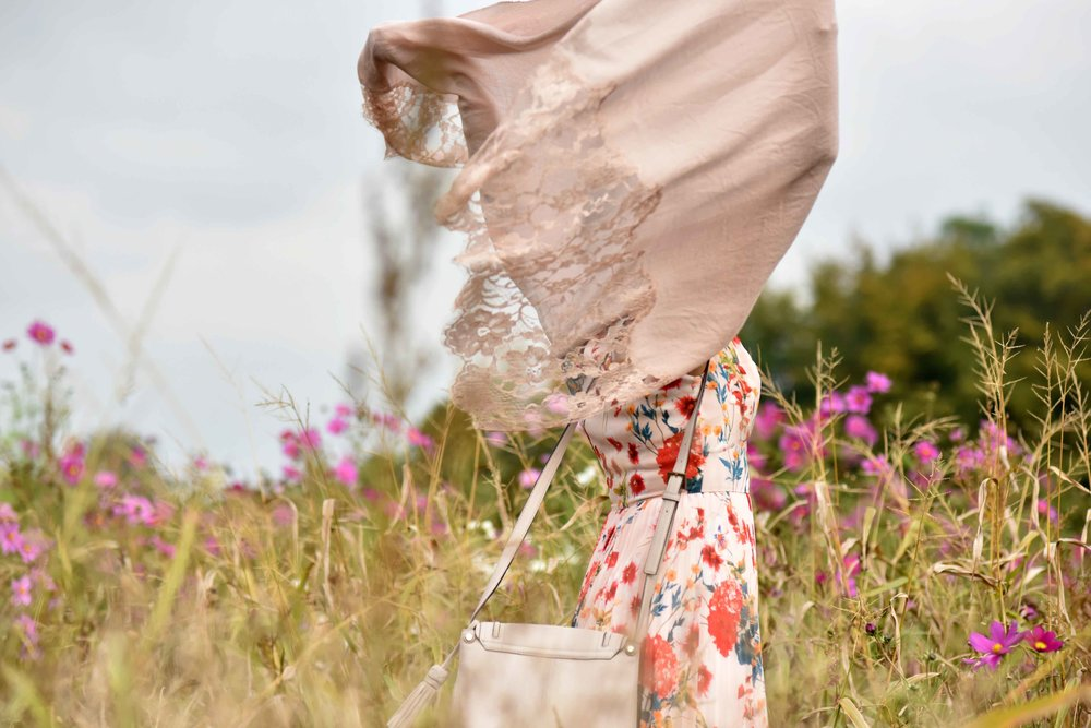 Karen Millen floral summer dress, Kate Spade bag, cashmere wrap, flower fields, Coworth Park hotel, Ascot. Image©sourcingstyle.com