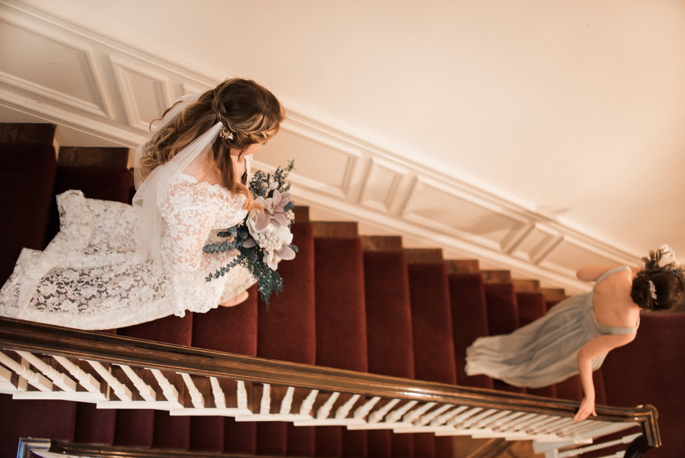 classic-romantic-wedding-maryland-photographer-strong-mansion-bride-stairs