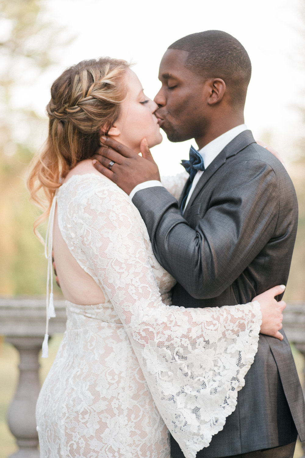 classic-romantic-wedding-maryland-photographer-strong-mansion-fine-art-kisses