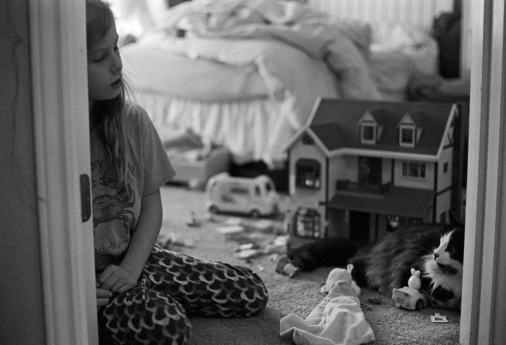Louise & tatman in her room (1 of 1).jpg