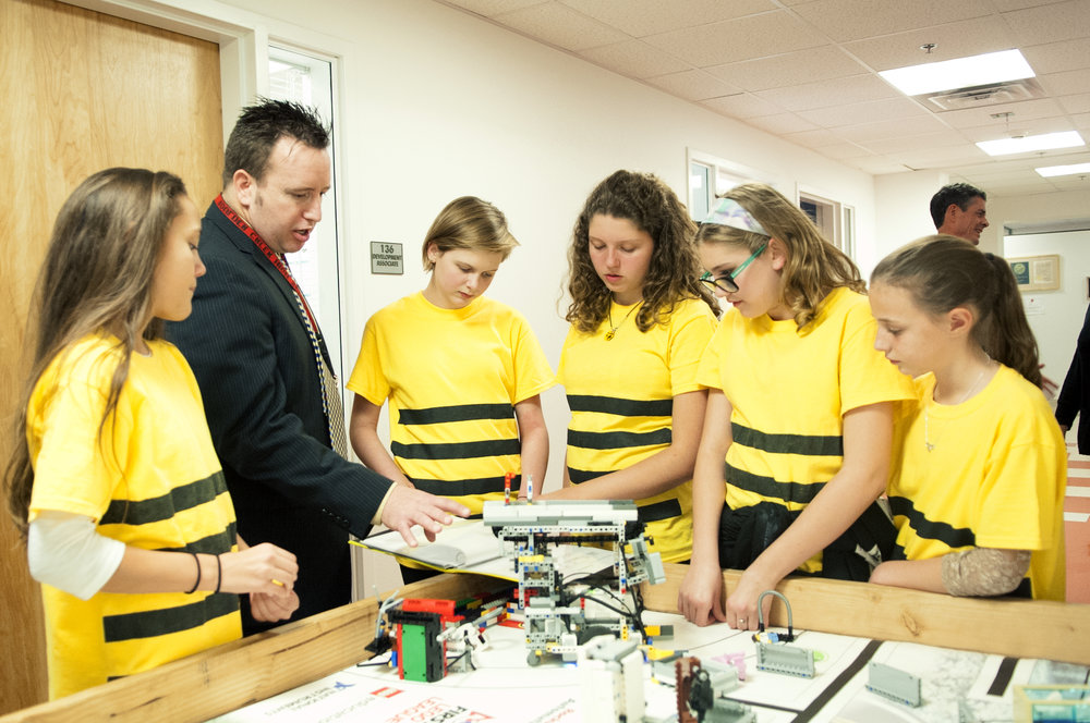 Superintendent Watson learns about robotics from middle school students at Arizona School for the Arts.