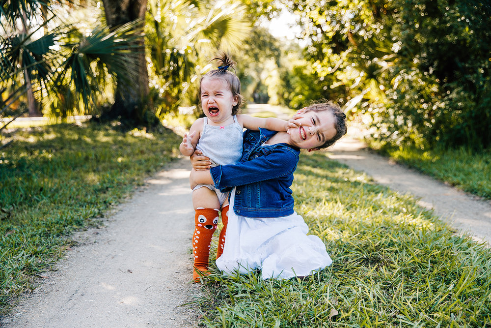 sisters-fighting-candid-family-portrait-melbourne-fl.jpg