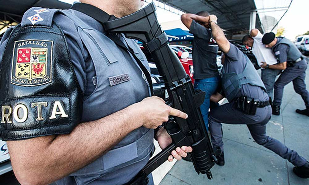 Policias da ROTA em ação
