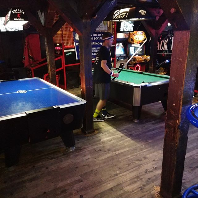 Queue up or air hockey? #sfbarnone