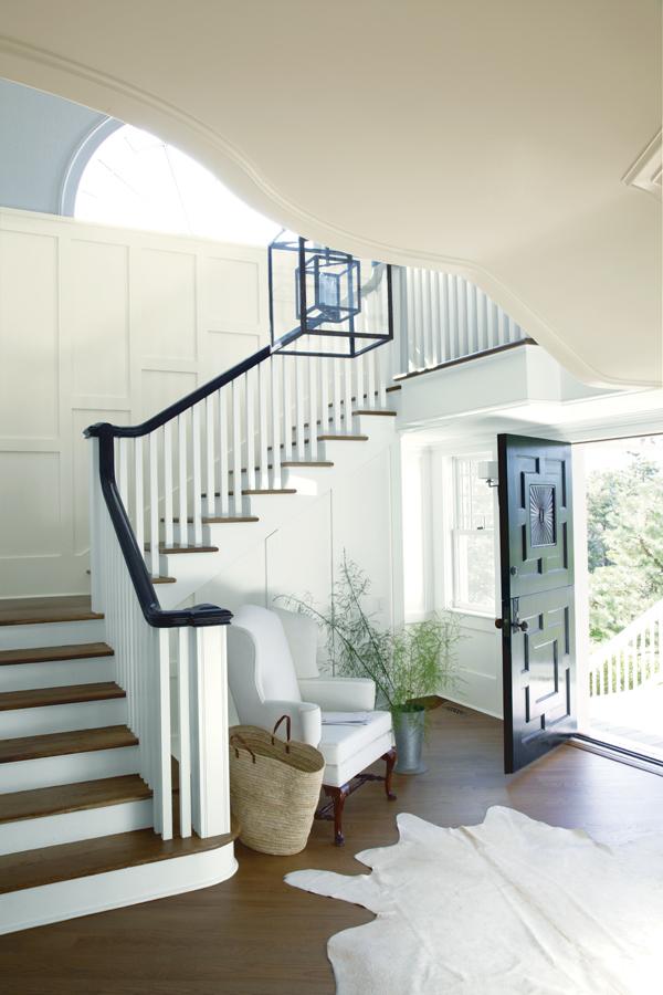 White_Entry_Staircase.jpg