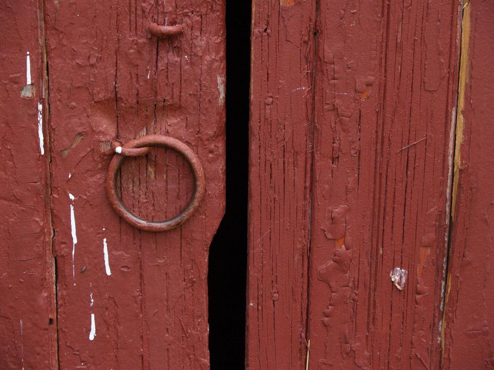 Barn door pull